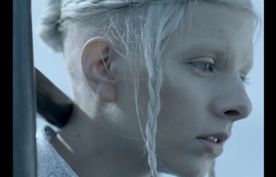 « I Went Too Far », le nouveau clip d'Aurora