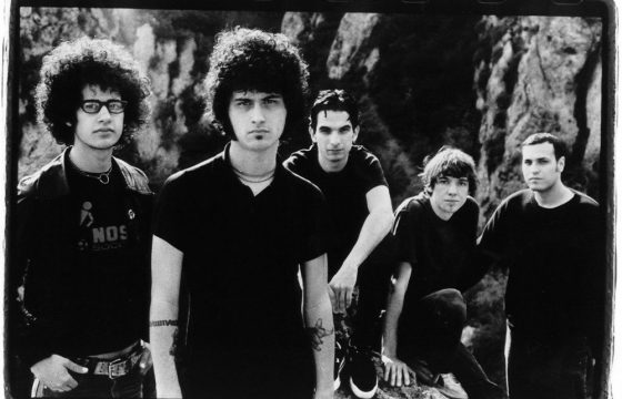 At The Drive-In : que signifie le titre de leur chanson « One Armed Scissor » ?